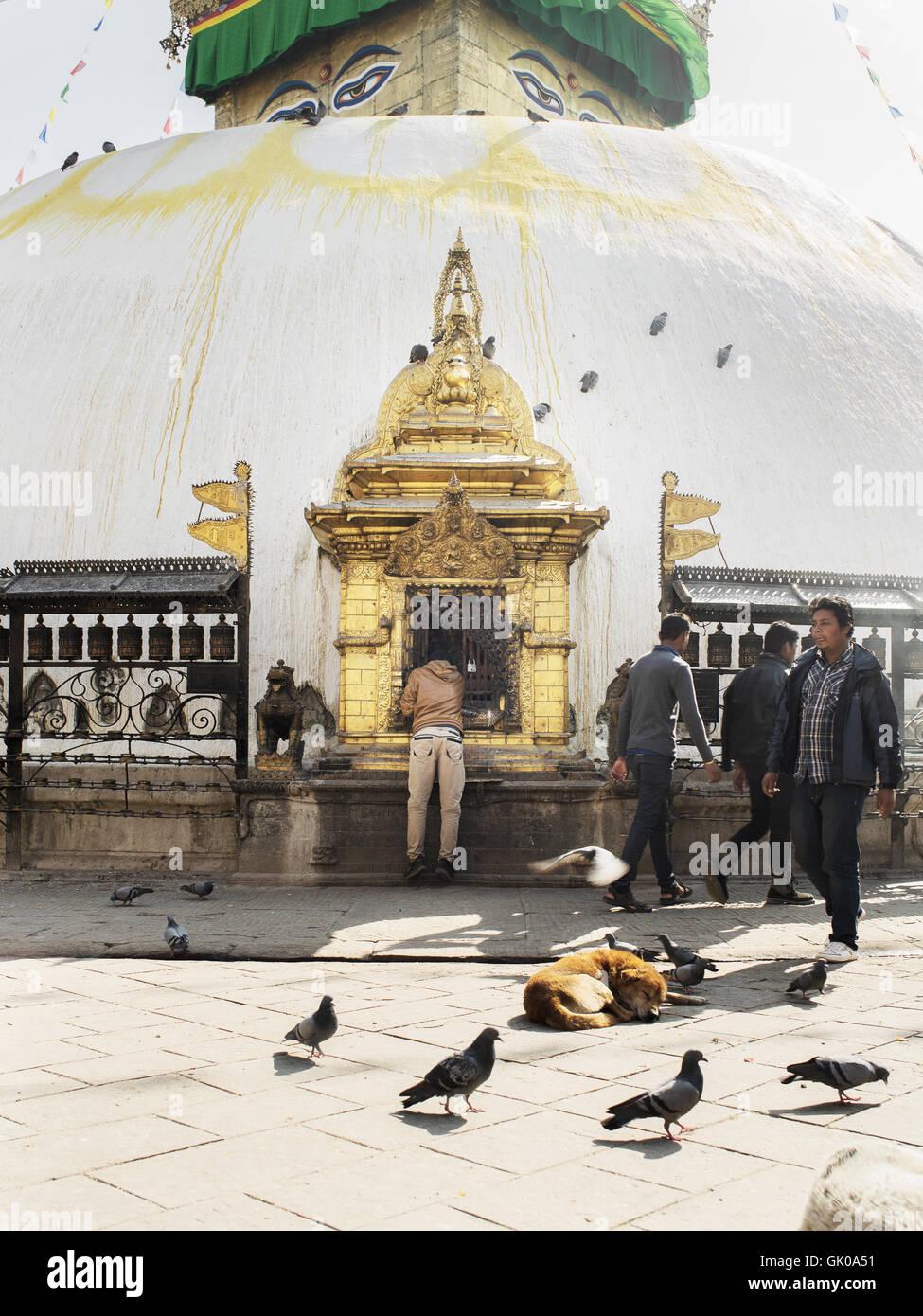 Außerhalb einer Pagode in Lukla, Nepal Stockbild