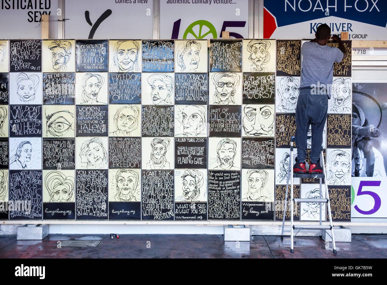 Florida miami beach Frieden Wandbild Stiftung huong Künstler Wandbild politischen Hillary Clinton Präsidentschaftskandidat Stockbild