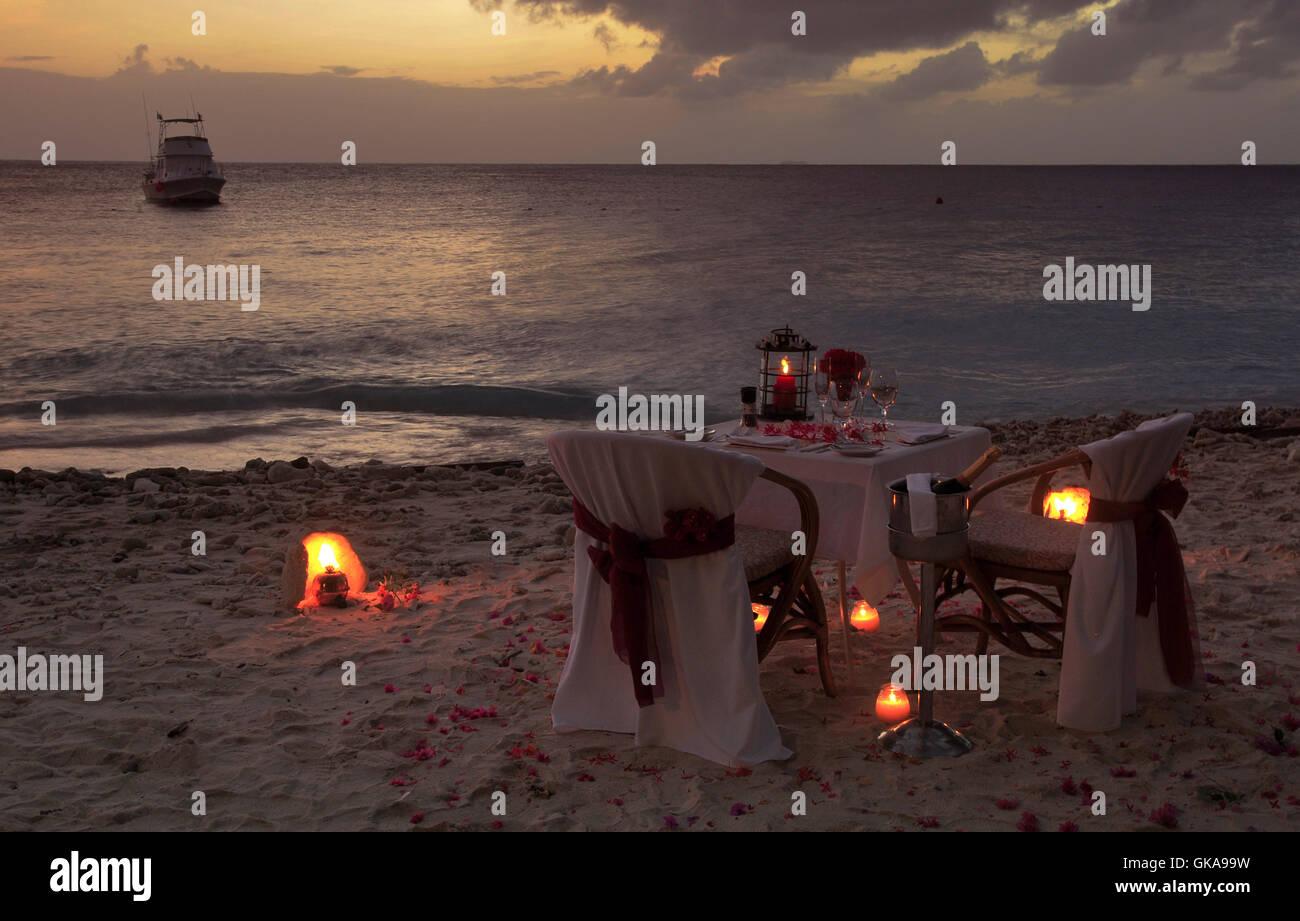 romantisches Abendessen für zwei Personen Stockbild