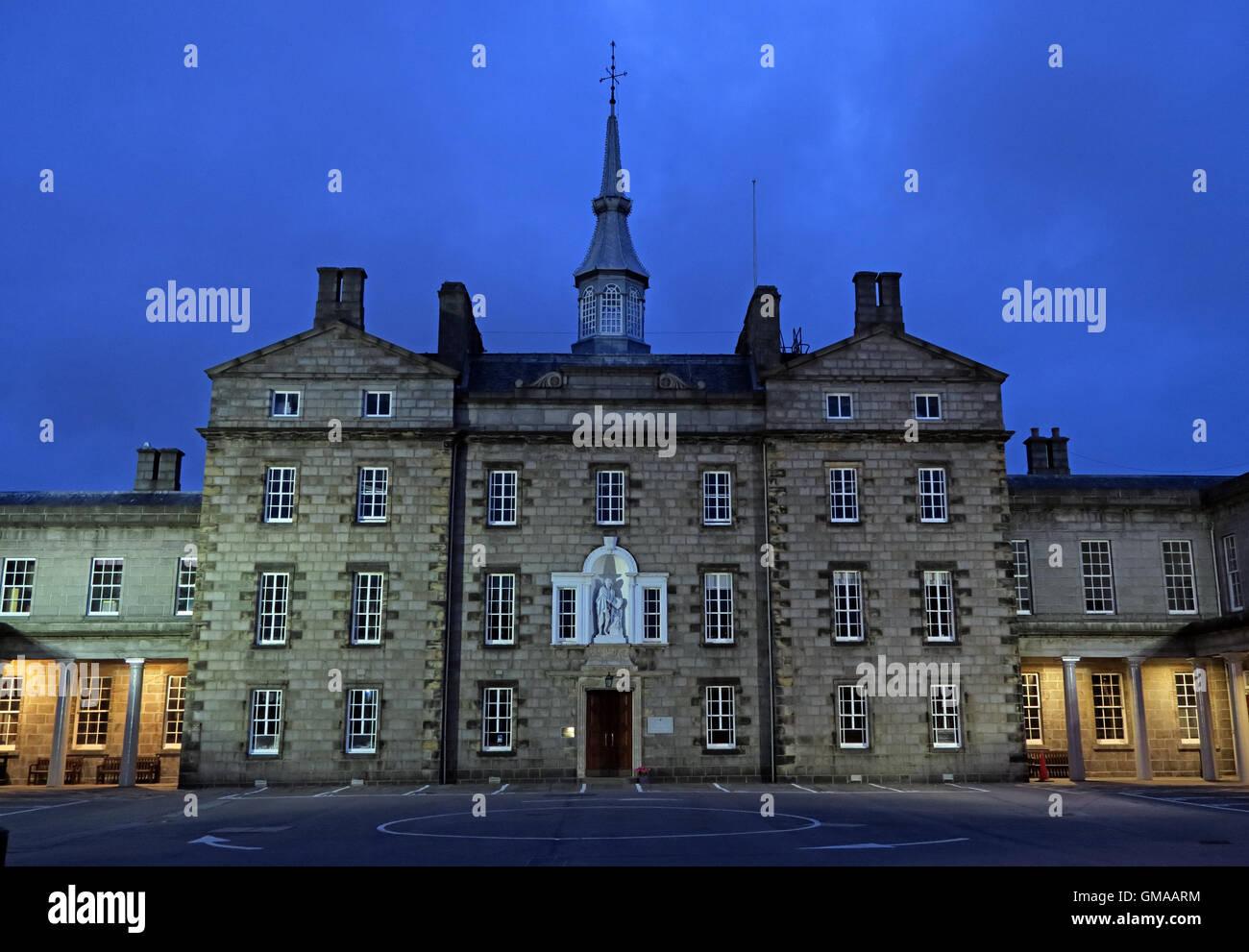 Laden Sie dieses Alamy Stockfoto Robert Gordons Hochschule (Auld Hoose), Abenddämmerung in Aberdeen City Centre, Schottland, UK - GMAARM