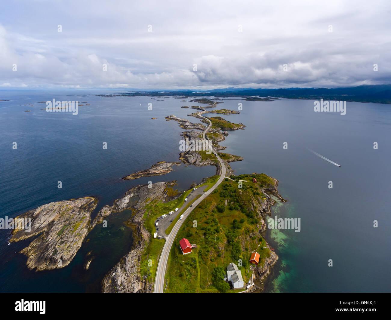 """Atlantic Ocean Road oder der Atlantikstraße (Atlanterhavsveien) wurde den Titel als """"Norwegischen Bauwerk Stockbild"""