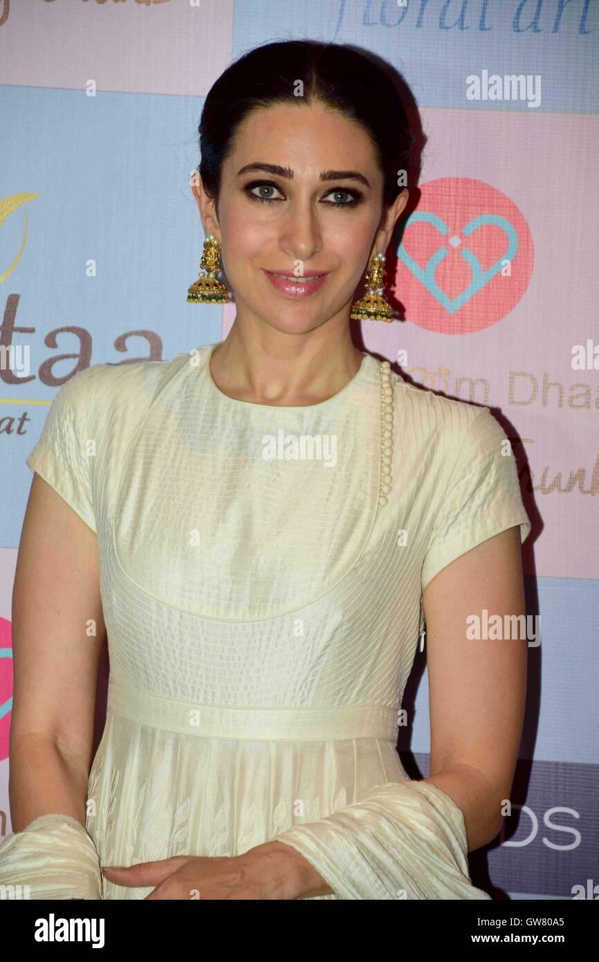 Bollywood Schauspieler Karisma Kapoor während der Star-Stylist, Tanya Ghavri Dhoom Kondensation Hochzeit Trunk Stockbild