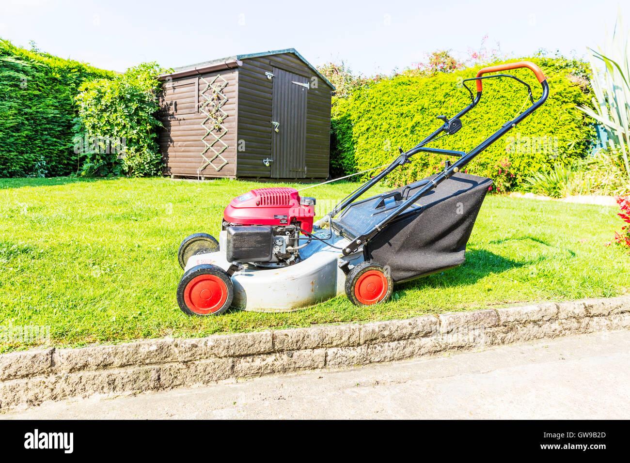 grass cutting machine stockfotos grass cutting machine bilder alamy. Black Bedroom Furniture Sets. Home Design Ideas