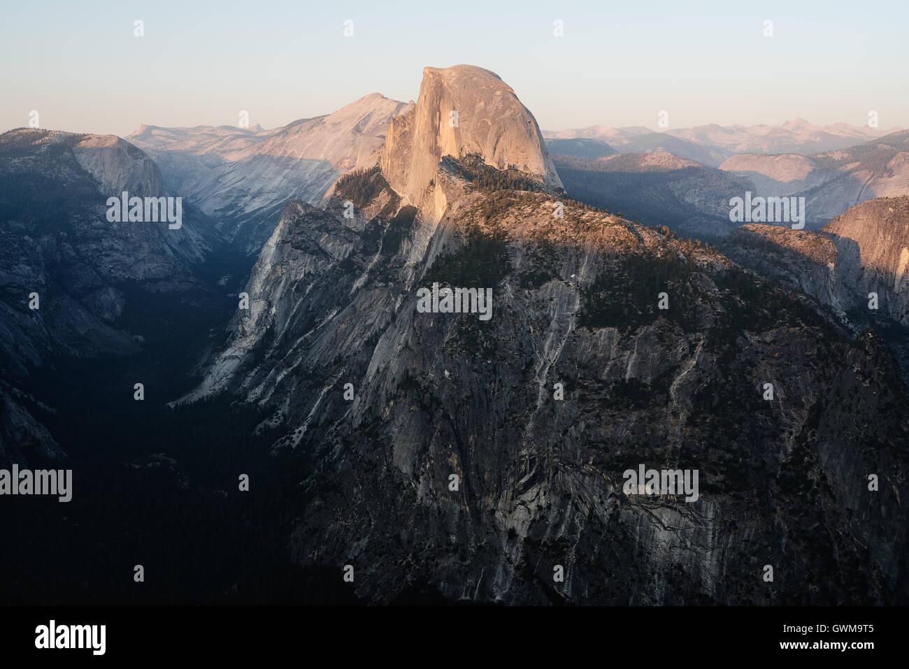 Half Dome gesehen im Abendlicht Stockbild