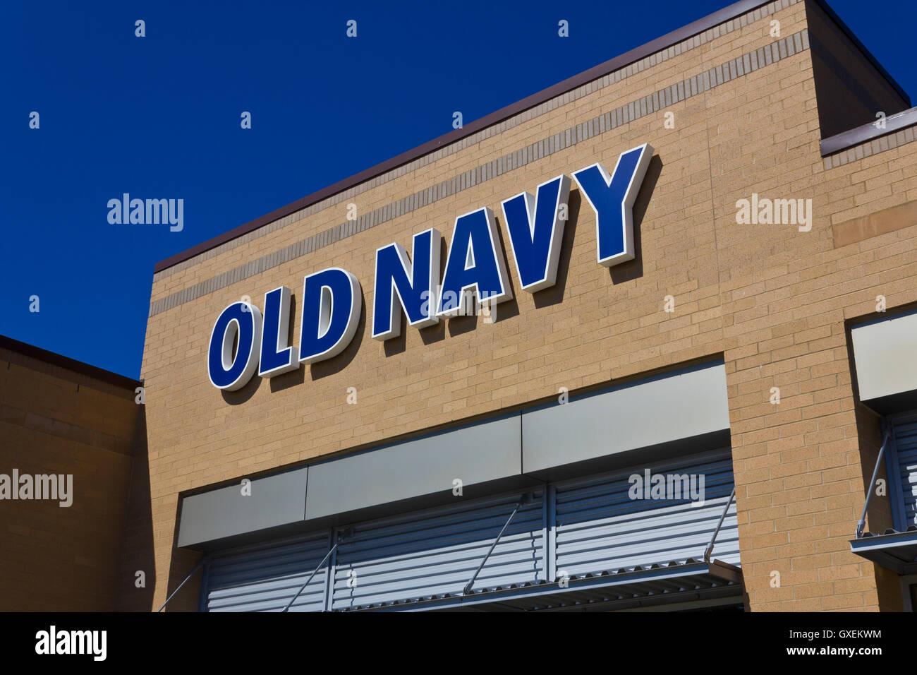 Indianapolis - ca. Juni 2016: Old Navy Retail Mall Lage. Old Navy ist eine Division von Gap Inc. II Stockbild