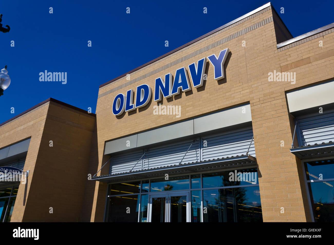 Indianapolis - ca. Juni 2016: Old Navy Retail Mall Lage. Old Navy ist ein Geschäftsbereich der Gap Inc. III Stockbild