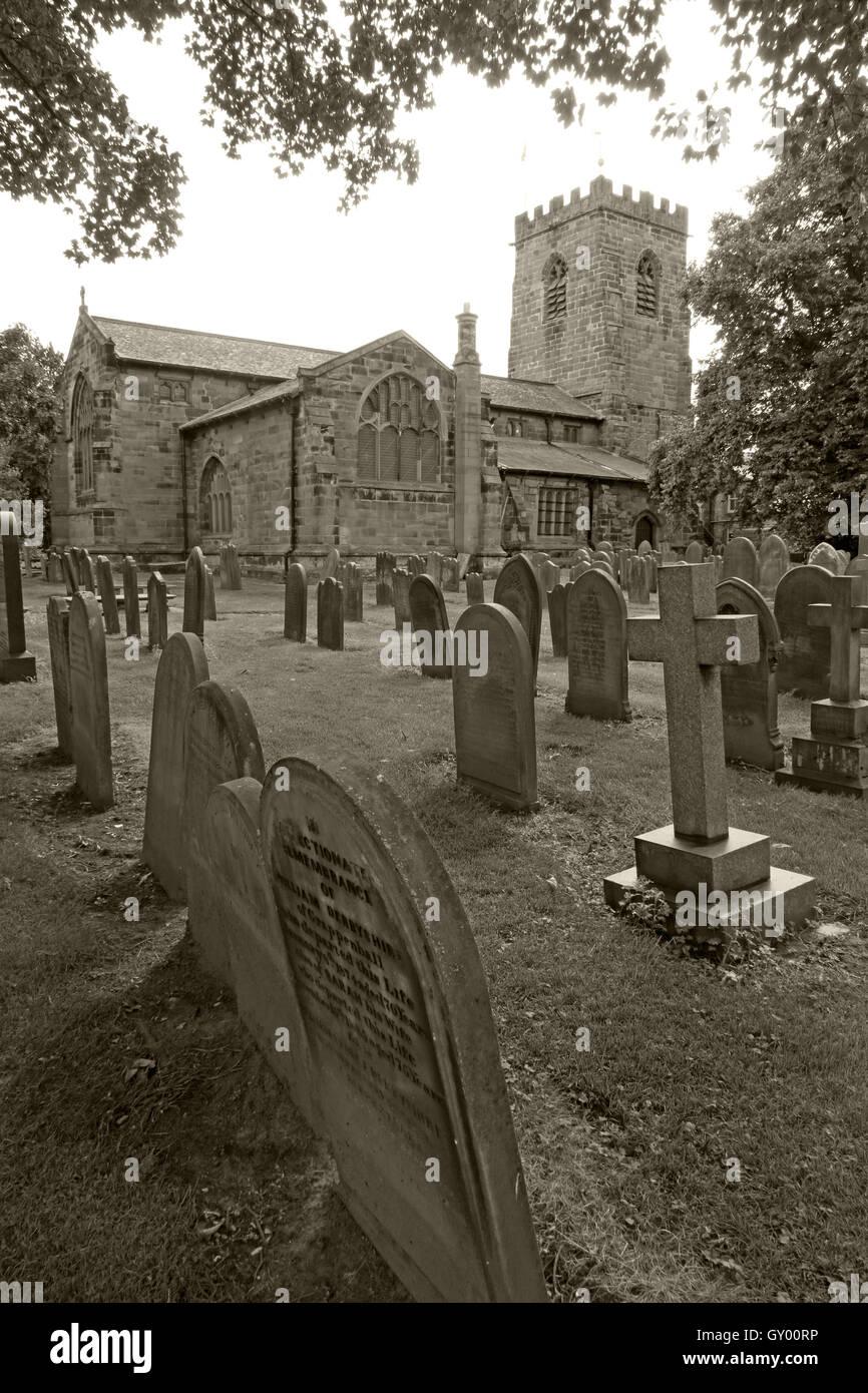 Laden Sie dieses Alamy Stockfoto Außenseite des St Wilfrids Kirche, Grappenhall, Warrington, Cheshire England UK s/w - GY00RP