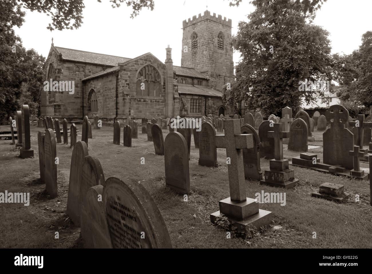 Laden Sie dieses Alamy Stockfoto Außenseite des St Wilfrids Kirche, Grappenhall, Warrington, Cheshire England UK s/w - GY022G