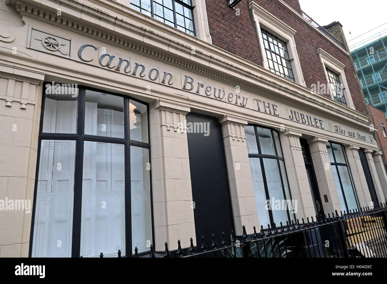 Laden Sie dieses Alamy Stockfoto Die Jubilee Pub, Ales & Stout bauen, Somers Town, Euston, Camden, London - H04G9C