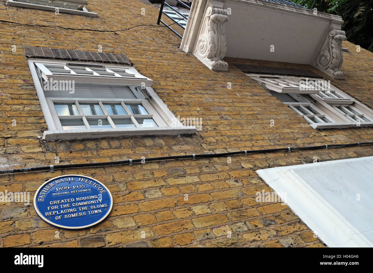 Laden Sie dieses Alamy Stockfoto Somers Town, Euston, Vater Basil Jellicoe Denkmal - H04GH6