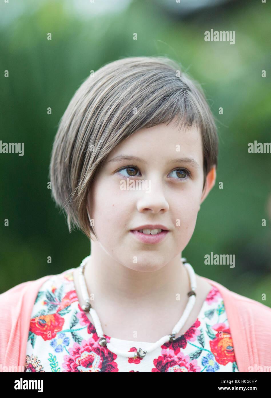 Ruby Barnhill, englische Schauspielerin, spielte die Hauptrolle der Sophie in Spielbergs 2016 Film The BFG. Abgebildete Stockbild