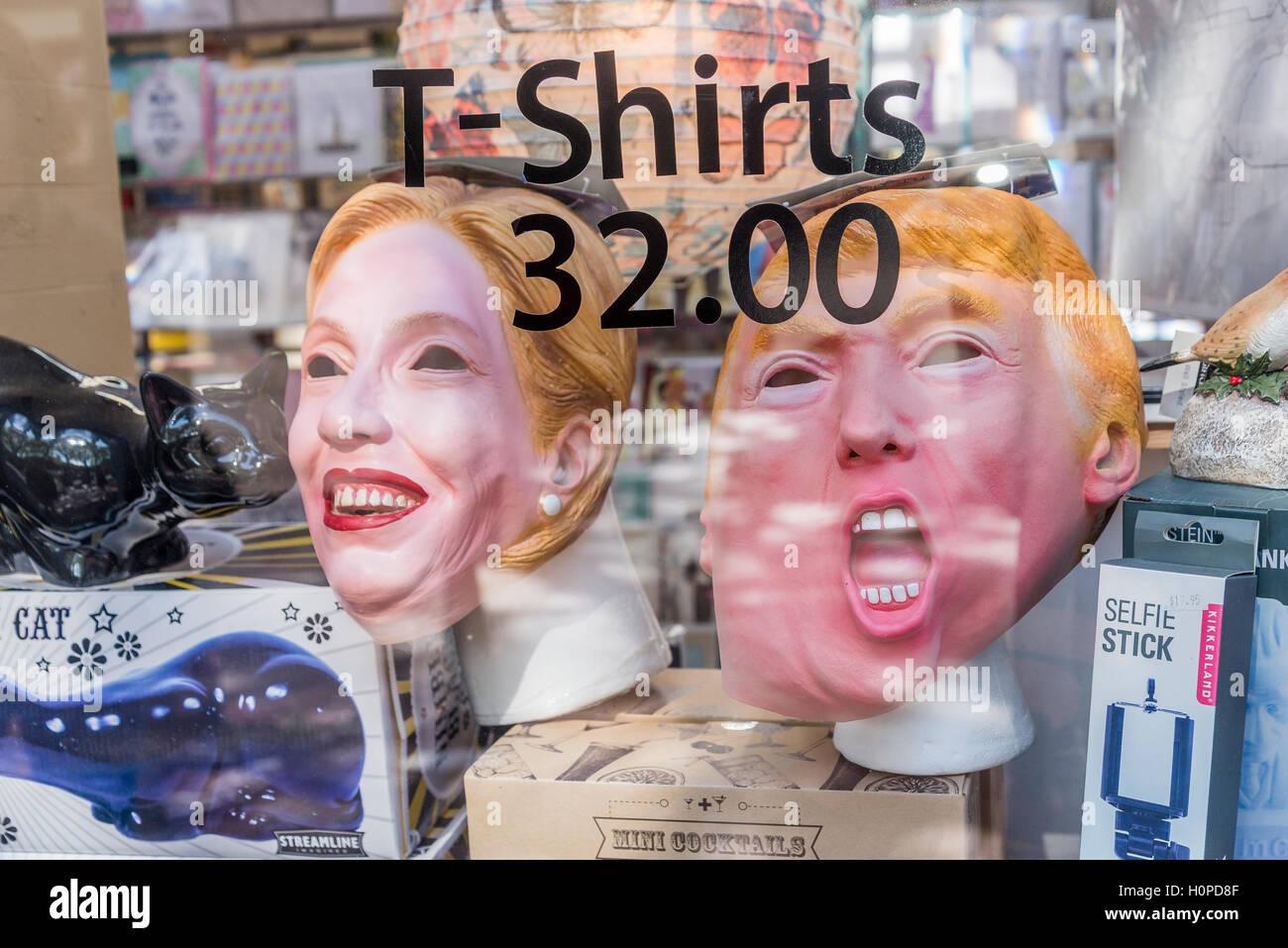 Donald Trump und Hilary Clinton Masken im Schaufenster Stockbild