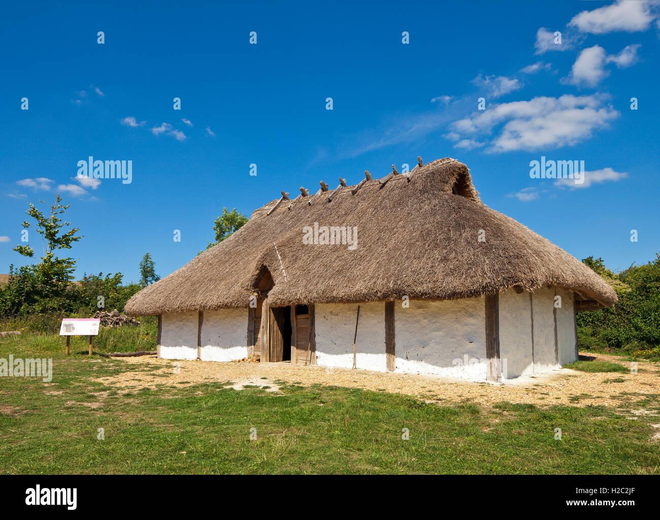 Rekonstruktion eines sächsischen Hauses auf Butser Ancient Farm. Stockbild