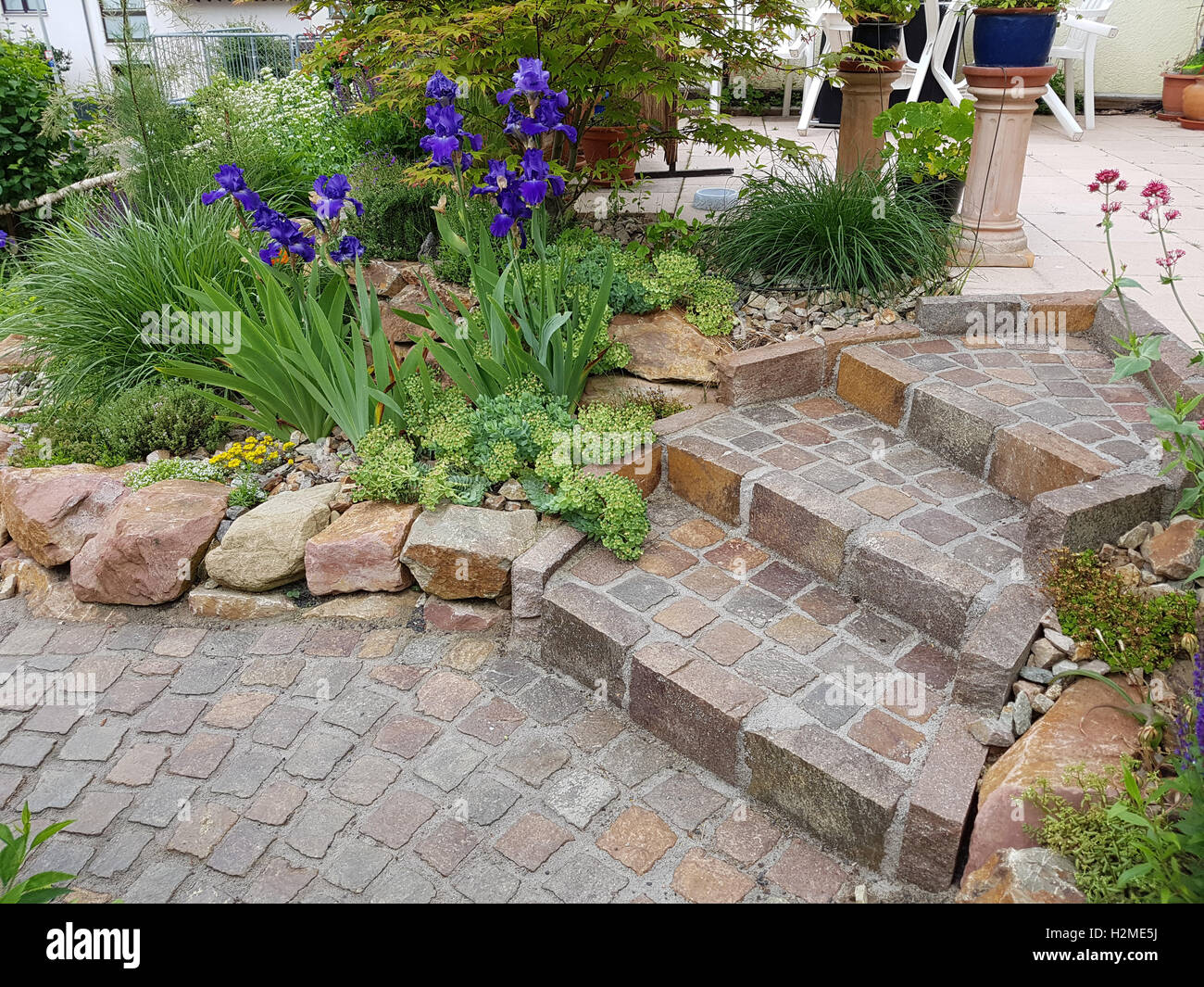 gartentreppe treppe garten pflaster naturpflaster stockfoto bild 122152062 alamy. Black Bedroom Furniture Sets. Home Design Ideas