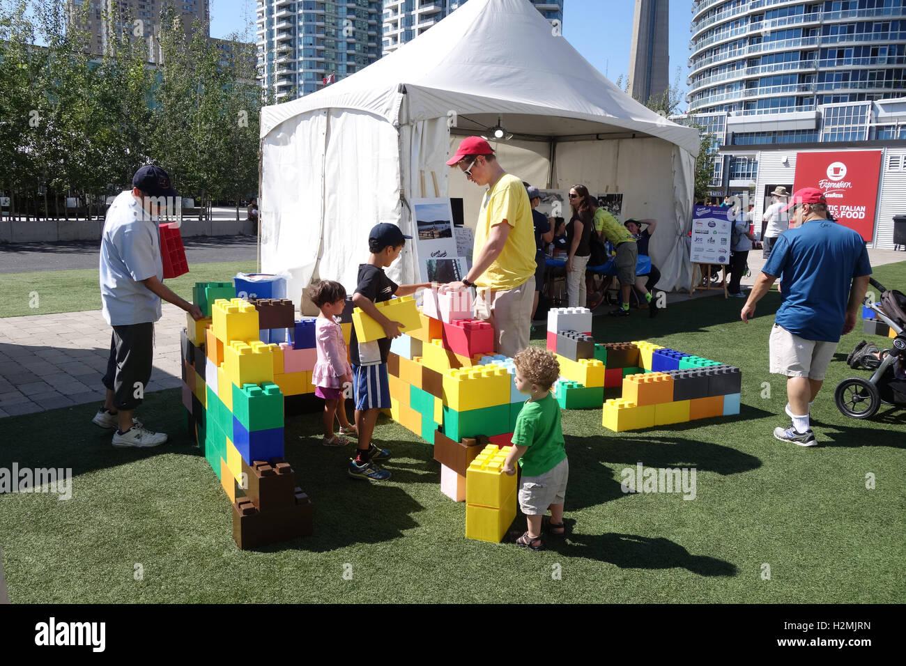 Outdoor-Lego Kinder Event Sommer Stockbild