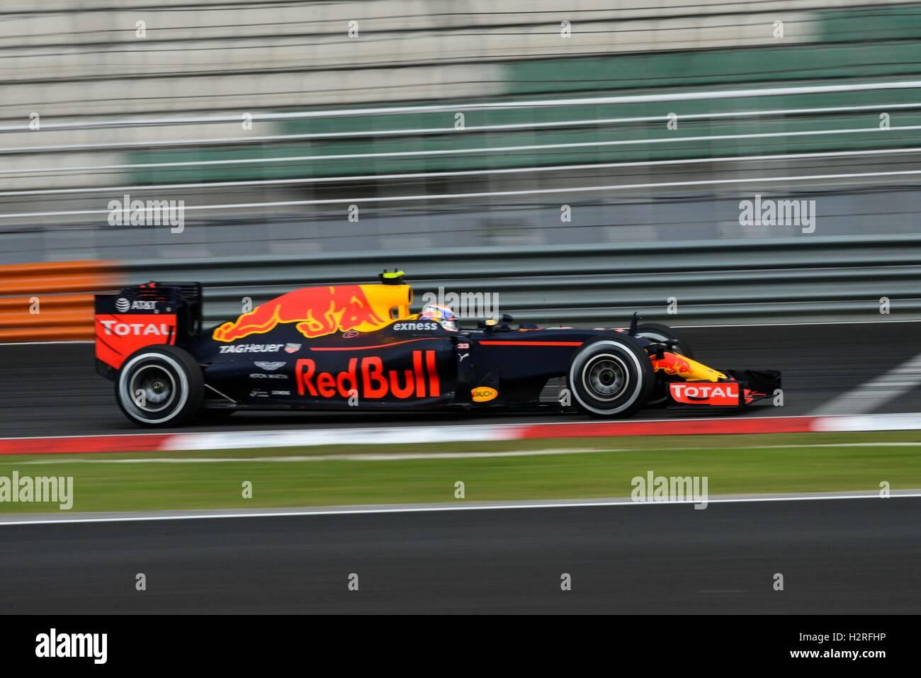 Sepang, Malaysia. 1. Oktober 2016. Red Bull Racing Fahrer Max Verstappen fährt während des Qualifyings der Formel Stockfoto