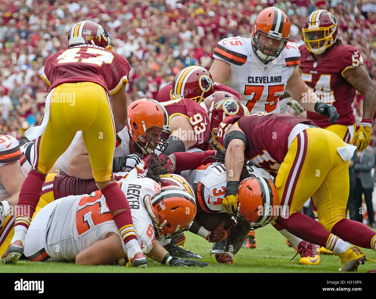 Landover, Maryland, USA. 2. Oktober 2016. Cleveland Browns Runningback Jesaja Crowell (34) punktet seinem Team den Stockfoto