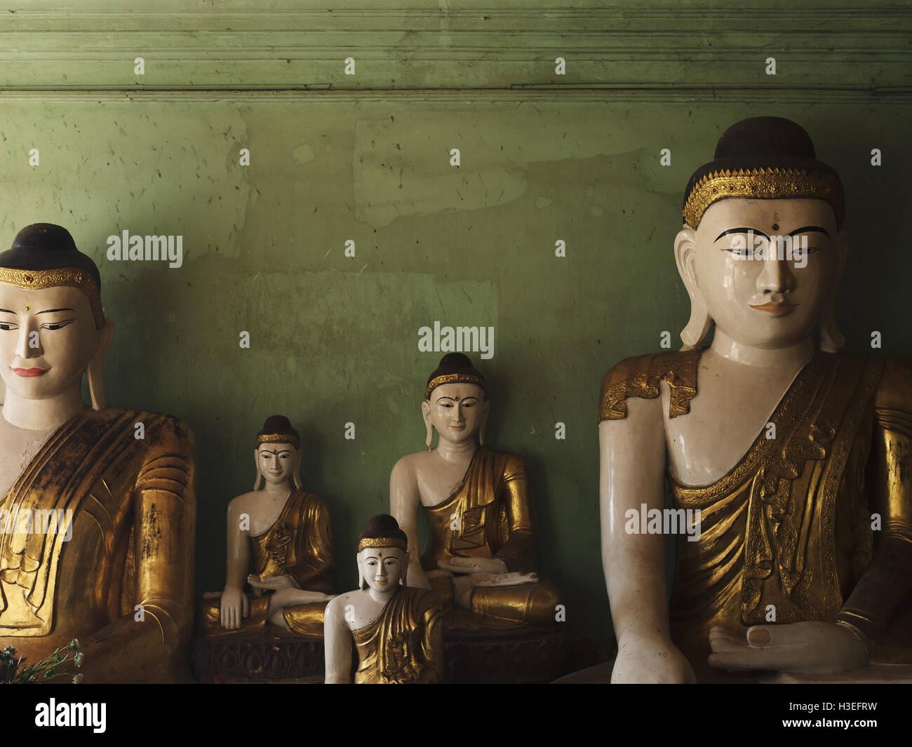 Buddhistische Statuen in Bagan Dörfer, Myanmar (Burma) Stockbild