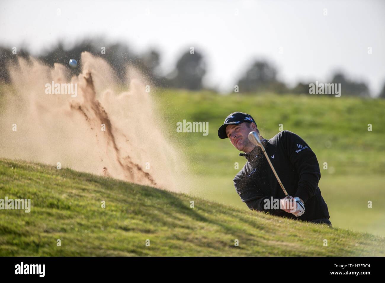 Schottlands Marc Warren spielt aus dem grünen Seite Bunker am 14. Loch tagsüber drei von der Alfred Dunhill Links Stockfoto