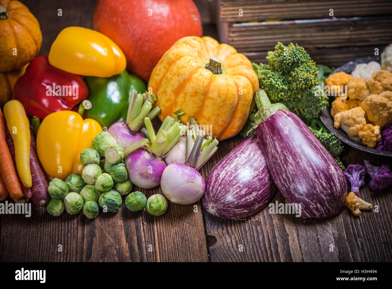 Herbst lokalen Farm produzieren Gemüse auf Tisch Stockbild
