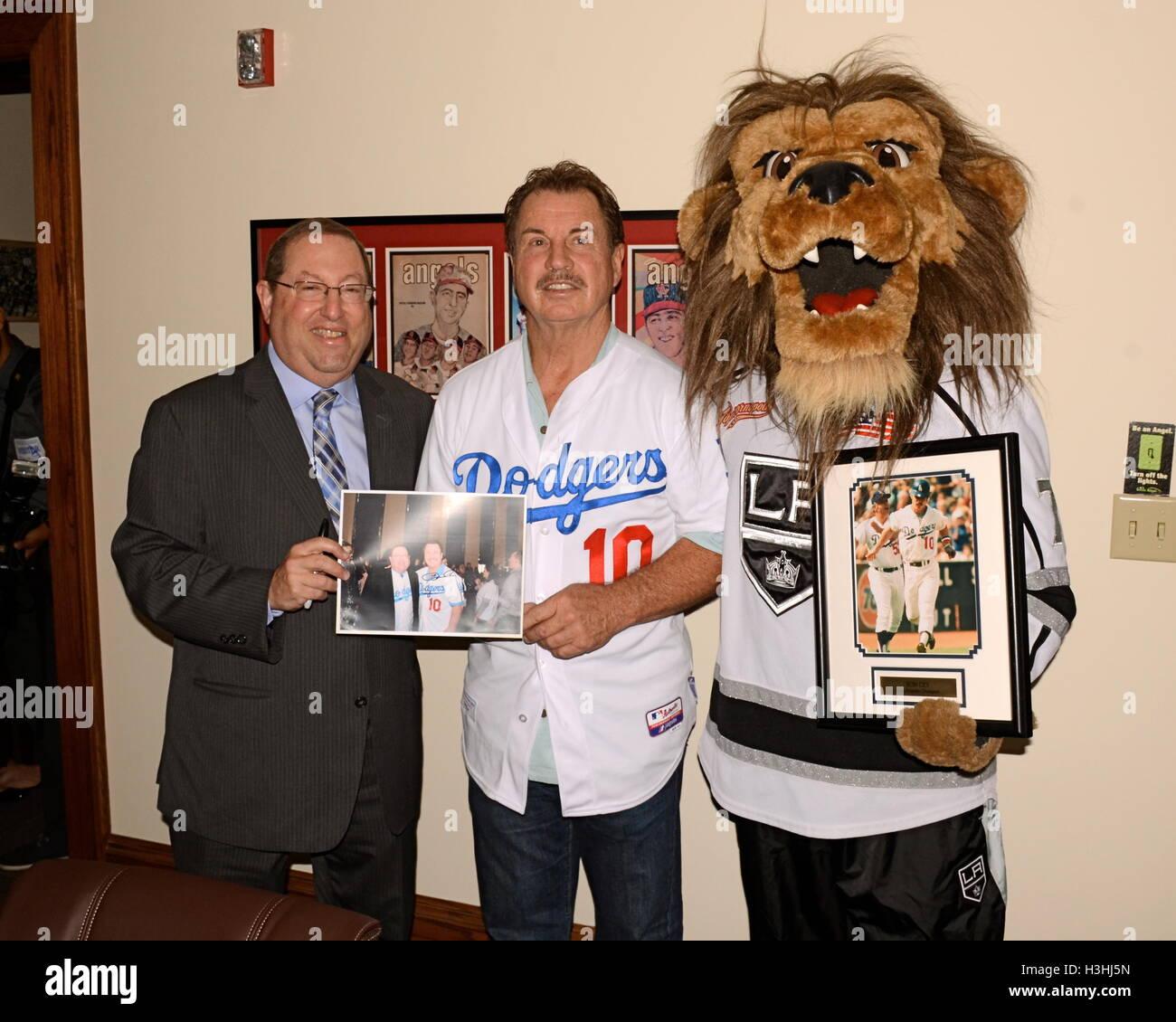"""Paul Koretz, Ron Cey und Bailey besucht Pressekonferenz für """"Stehen bis zu Krebs Day"""" in Los Angeles Stockbild"""