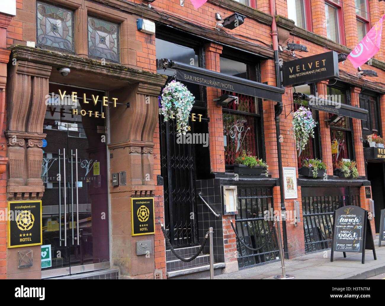 Laden Sie dieses Alamy Stockfoto Velvet Hotel, Canal St Gay Village, Manchester, England - H3TNTM
