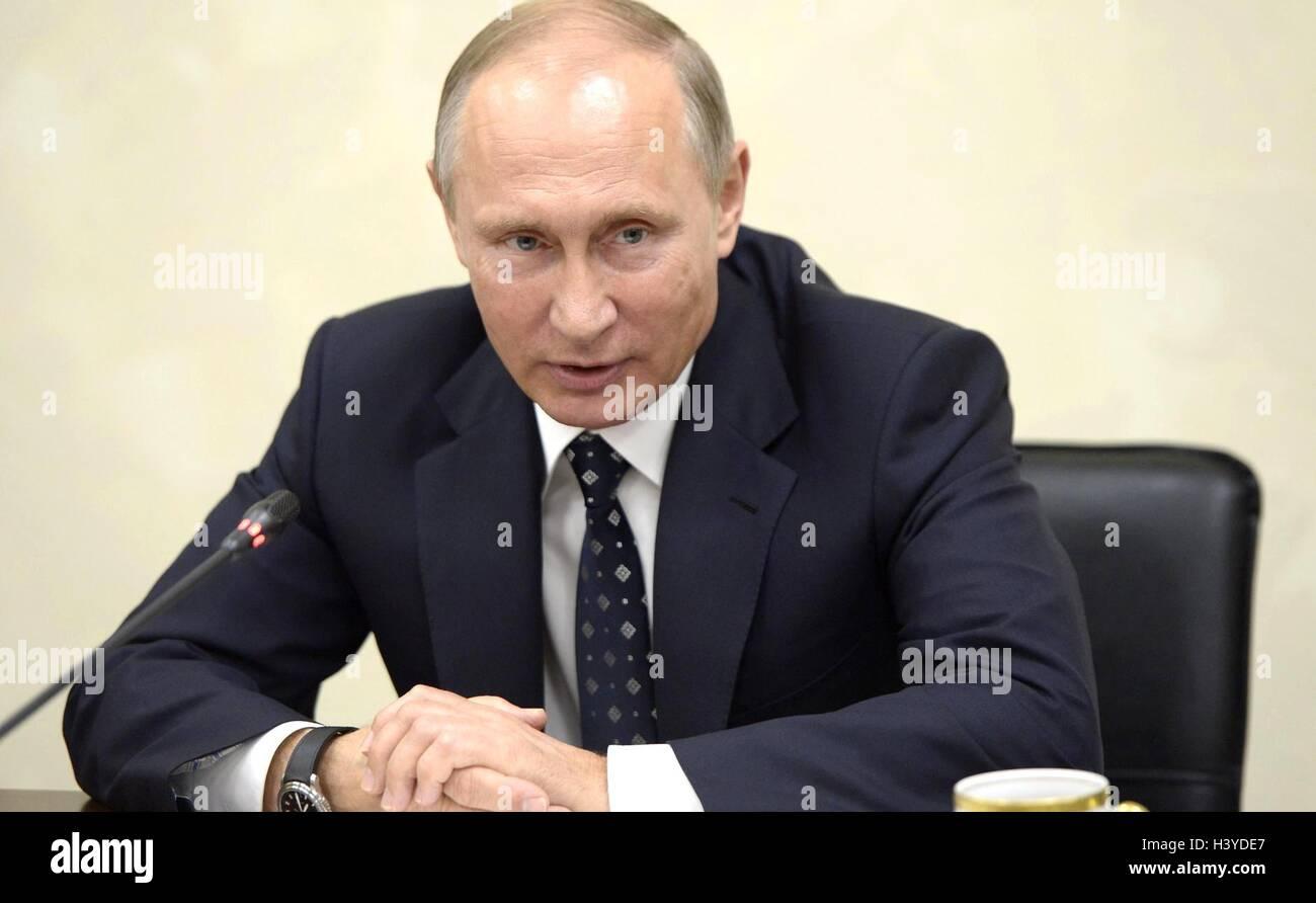 Der russische Präsident Vladimir Putin bei einem Treffen mit Vertretern der internationalen Sportorganisationen, Stockbild