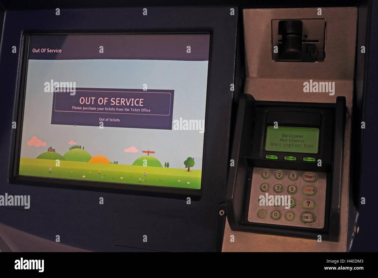 Laden Sie dieses Alamy Stockfoto Außer Betrieb rail Self-Service Ticket Maschine, Bahnhof Warrington, Cheshire, England - H4EDM3