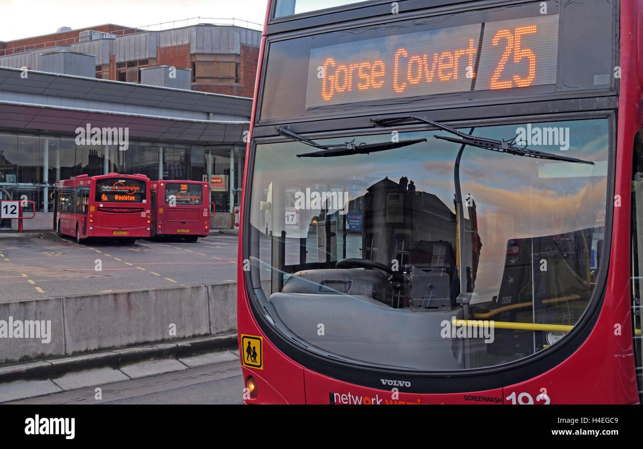 Laden Sie dieses Alamy Stockfoto Ginster Covert 25 Bus in Warrington Interchange, Stadtzentrum, WBC, Cheshire, England, UK - H4EGC9