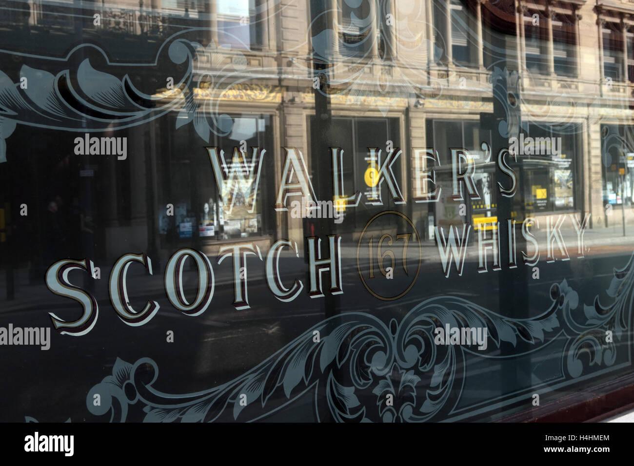 Laden Sie dieses Alamy Stockfoto Wanderer Scotch Whisky Fenster, Pub, worin sich ein Gebäude, Liverpool, Merseyside, England, Großbritannien - H4HMEM
