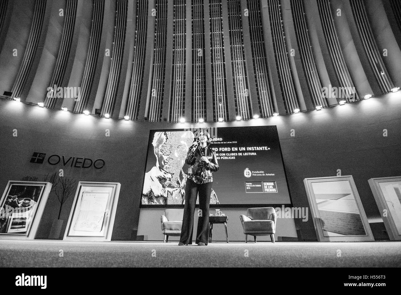 US-amerikanischer Schriftsteller, Valerie Miles, spricht anlässlich von Richard Ford wie Sieger der Prinzessin Stockbild