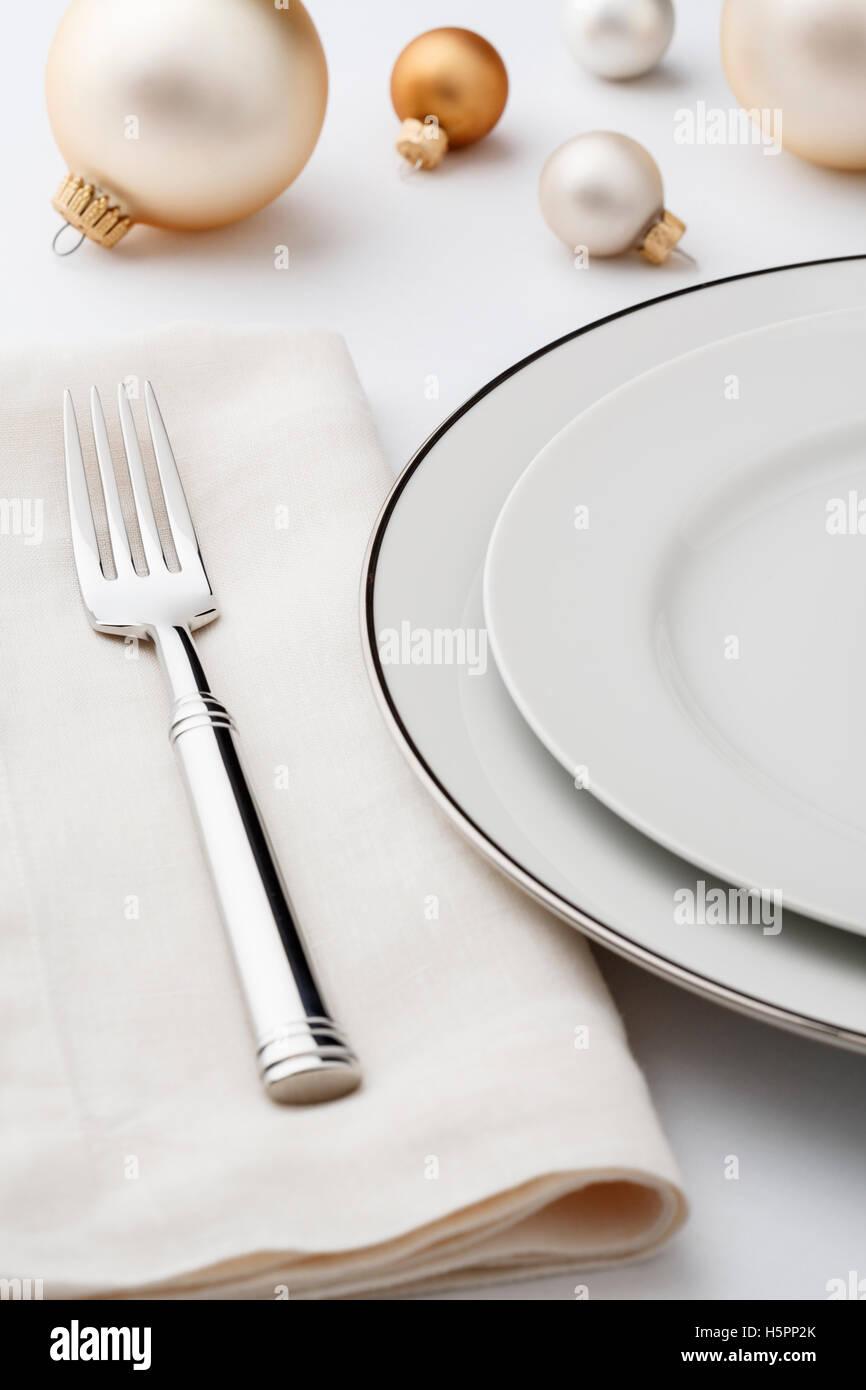 Feine Restaurants Weihnachten Festtafel Einstellung Gedeck mit hochwertigen klassischen Stil Weißware Gerichte, Stockbild