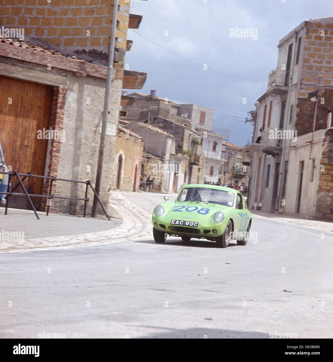 Aaltonen in einem Austin Healey Sprite bei der Targa Florio 1966 Stockbild