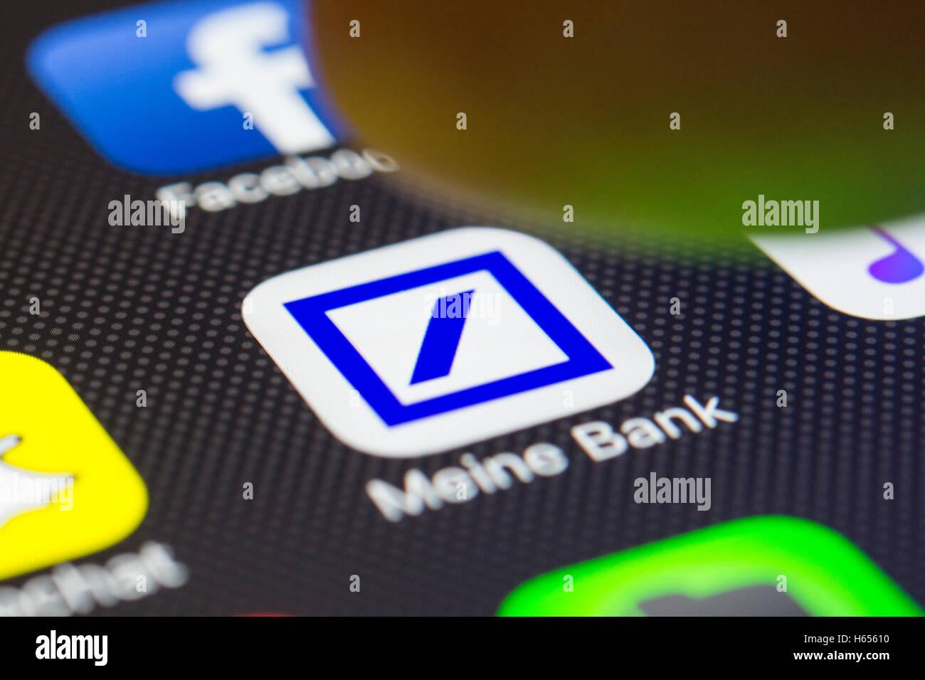 Deutsche Bank online-Banking-app auf dem iPhone Smartphone-Bildschirm hautnah Stockbild