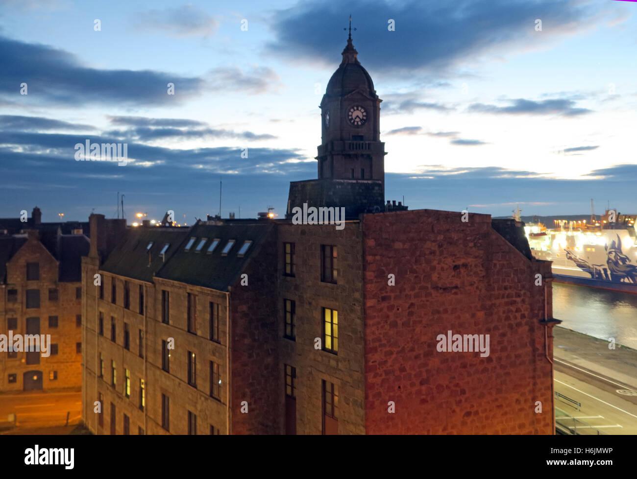 Laden Sie dieses Alamy Stockfoto Aberdeen Hafen bei Nacht, Aberdeenshire, Schottland, UK - H6JMWP