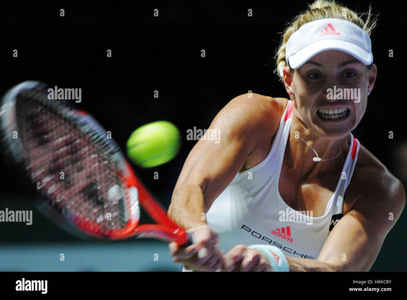 Singapur. 30. Oktober 2016. Angelique Kerber Deutschland konkurriert in der WTA-Finale Match gegen Dominika Cibulkova Stockfoto