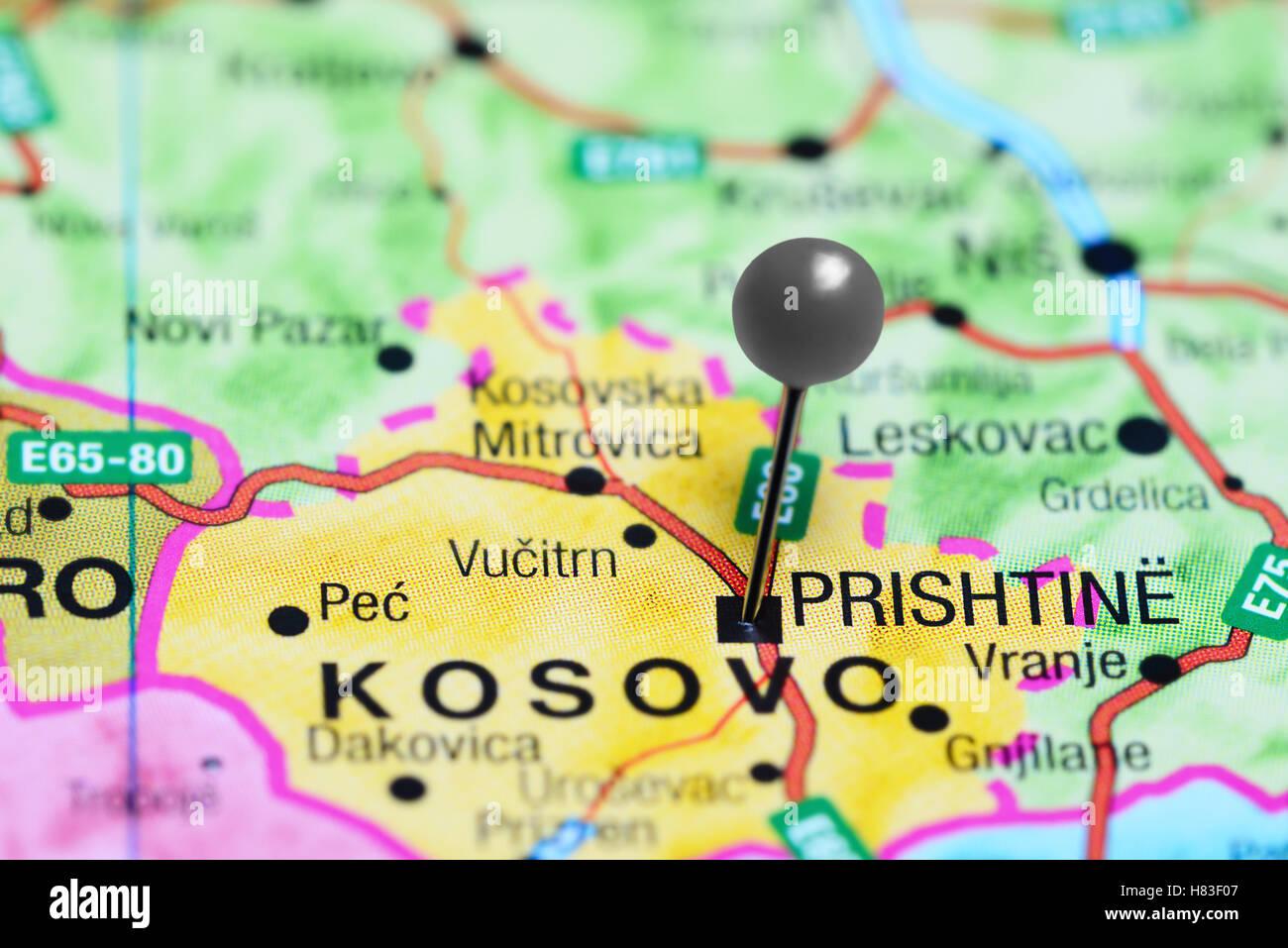 Pristina, fixiert auf einer Karte von Kosovo Stockbild