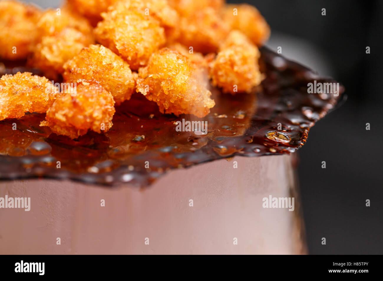 Nahaufnahme von Garnelen Popcorn, fine dining Dekoration Stockbild