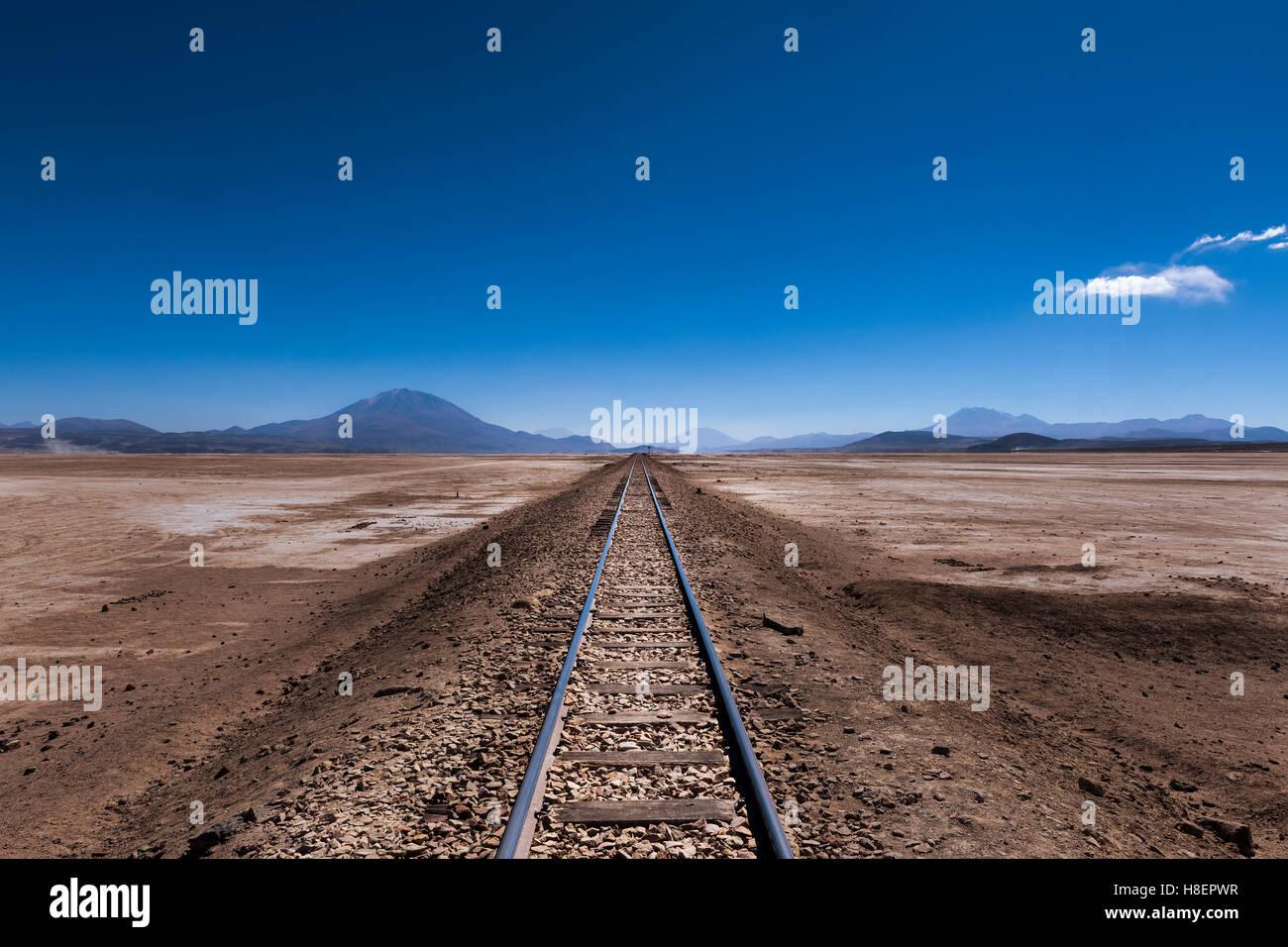 Schienen Sie in der Wüste im Großraum Potosí in Bolivien, Südamerika; Konzept für eine Stockbild