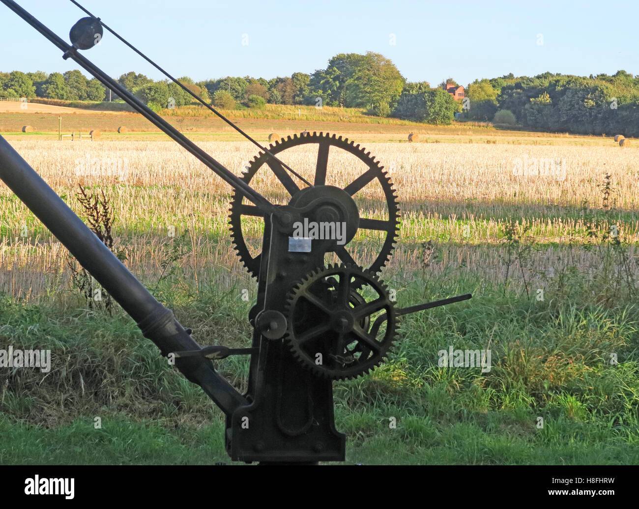 Laden Sie dieses Alamy Stockfoto Bridgewater Canal Maschine Hebekran, Moore, Warrington, Cheshire, England, UK - H8FHRW
