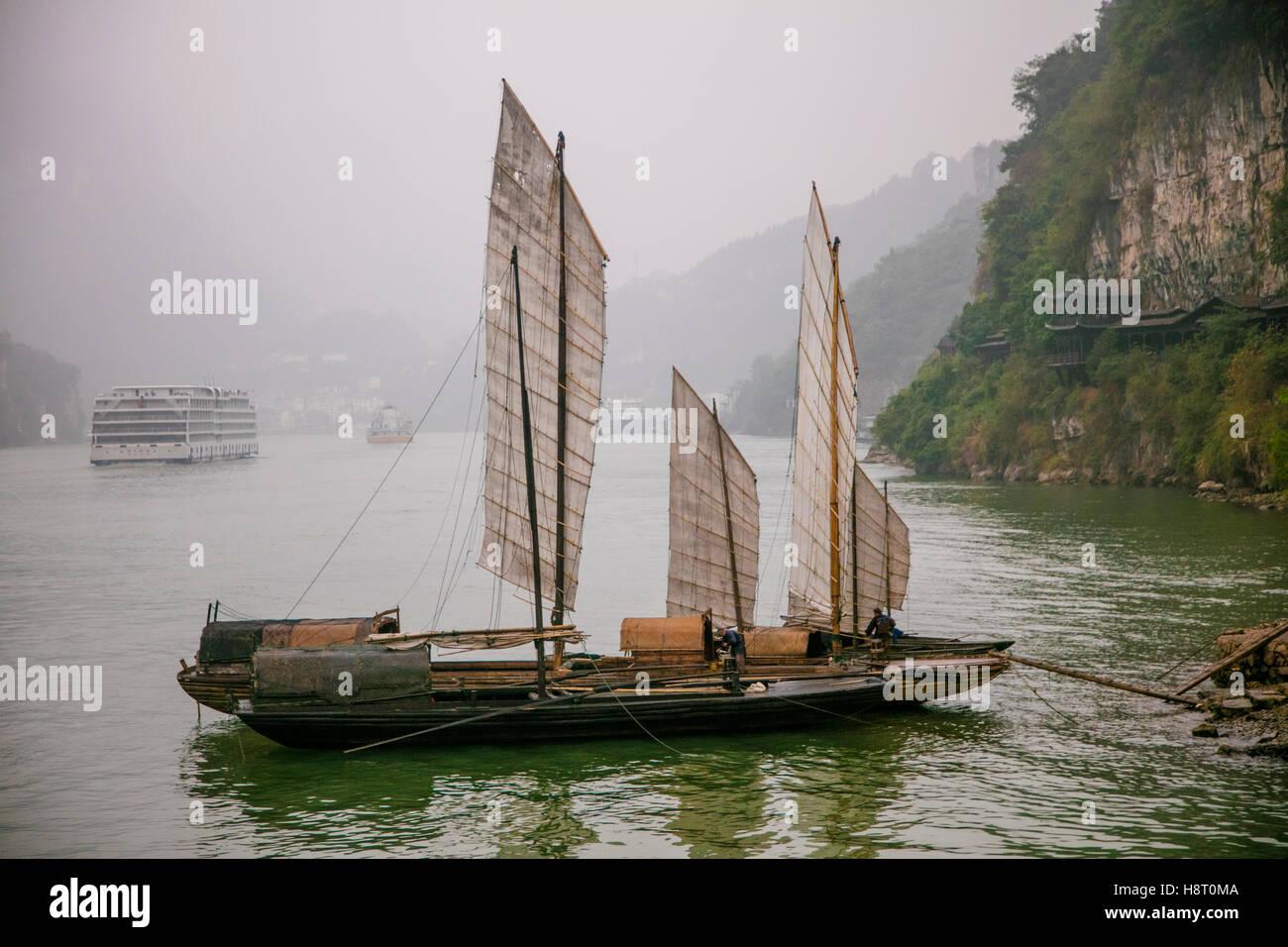 Shennong Stream Hubei Provinz Jangtse China Victoria Kreuzfahrten Asien 2016 Junk-Segelboot traditionelle Stockbild