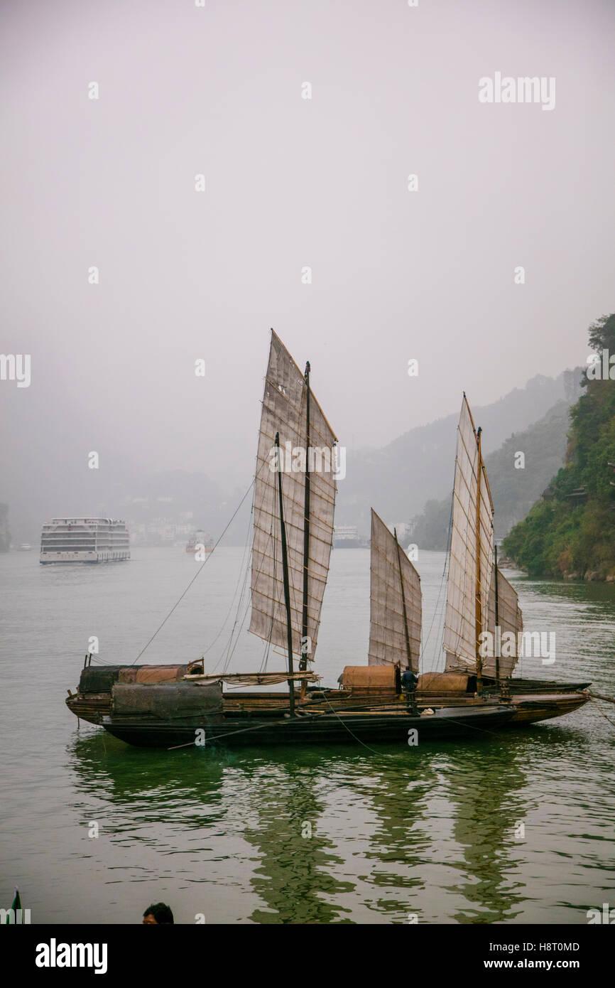 Segeln Chinesen Junk-Boot, Shennong Stream, Provinz Hubei, Jangtsekiang, China Stockbild