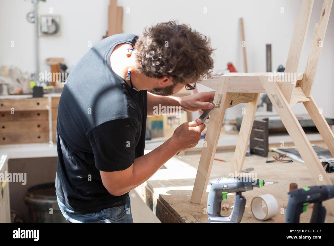 In seiner Werkstatt arbeiten Designer Möbelhersteller Stockbild