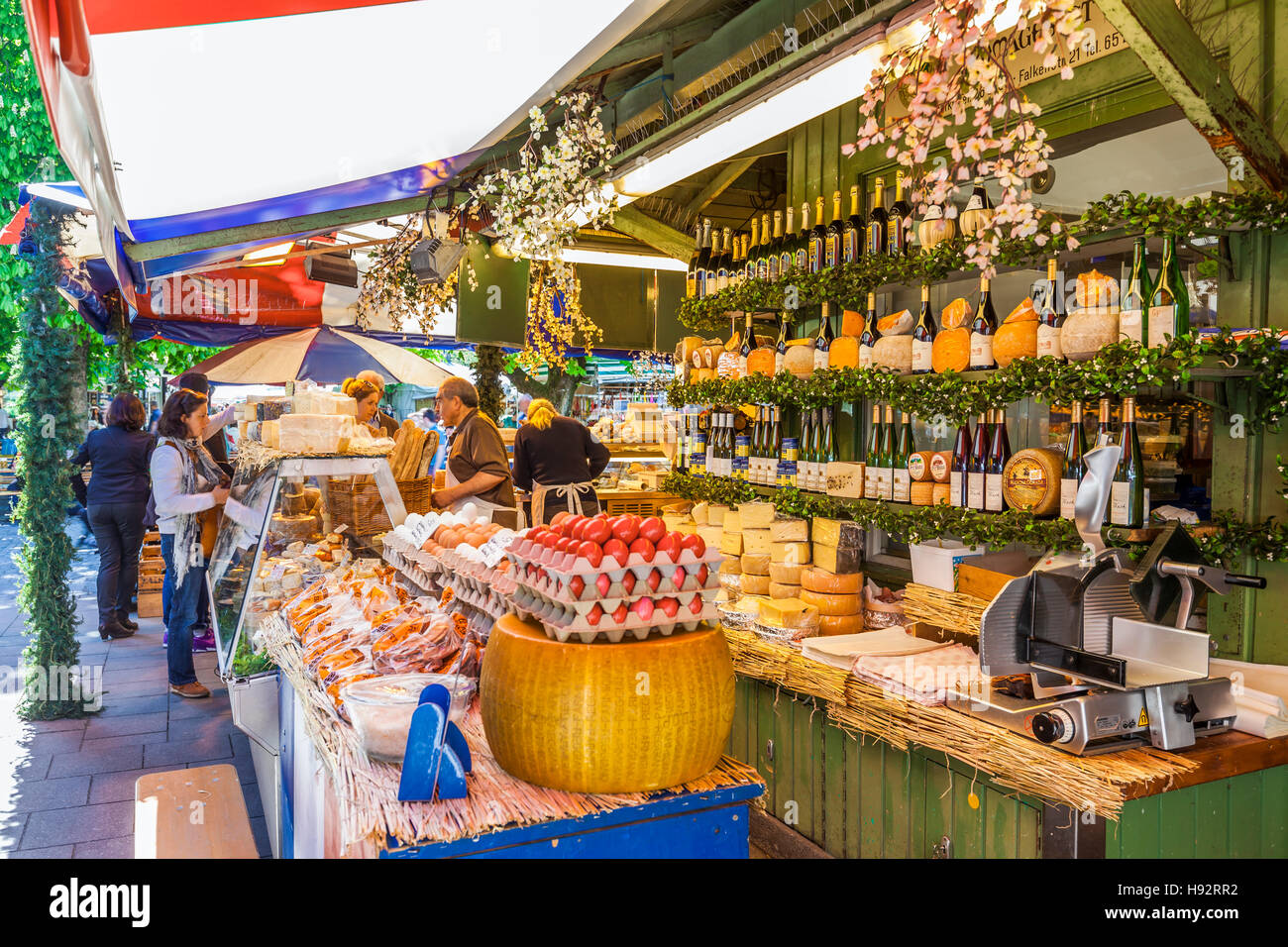feinkost gourmet essen am viktualienmarkt markt m nchen bayern deutschland stockfoto bild. Black Bedroom Furniture Sets. Home Design Ideas
