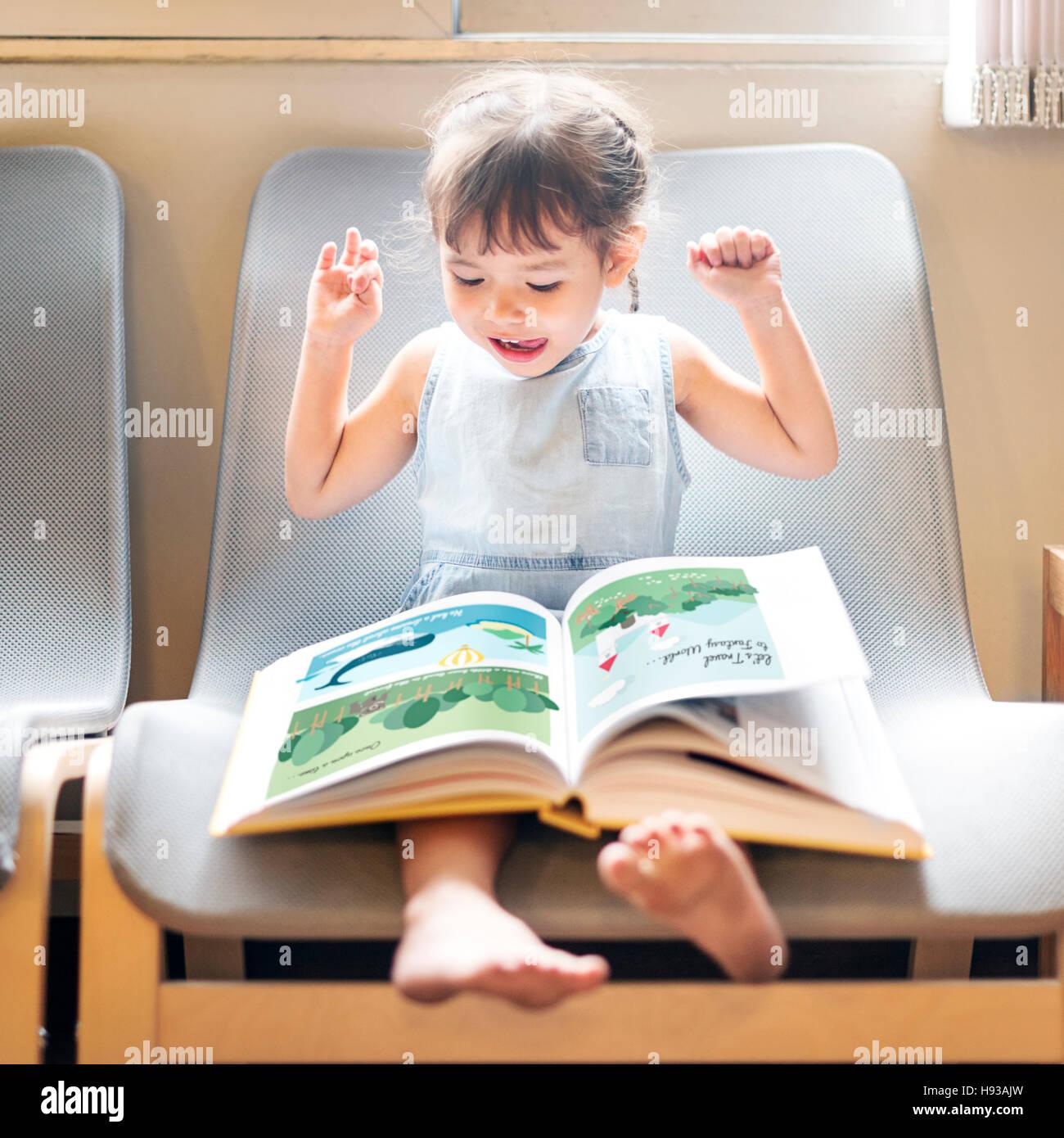 Nachkommen Kleinkind Adolescene fröhliches Mädchen glücklich Konzept Stockbild