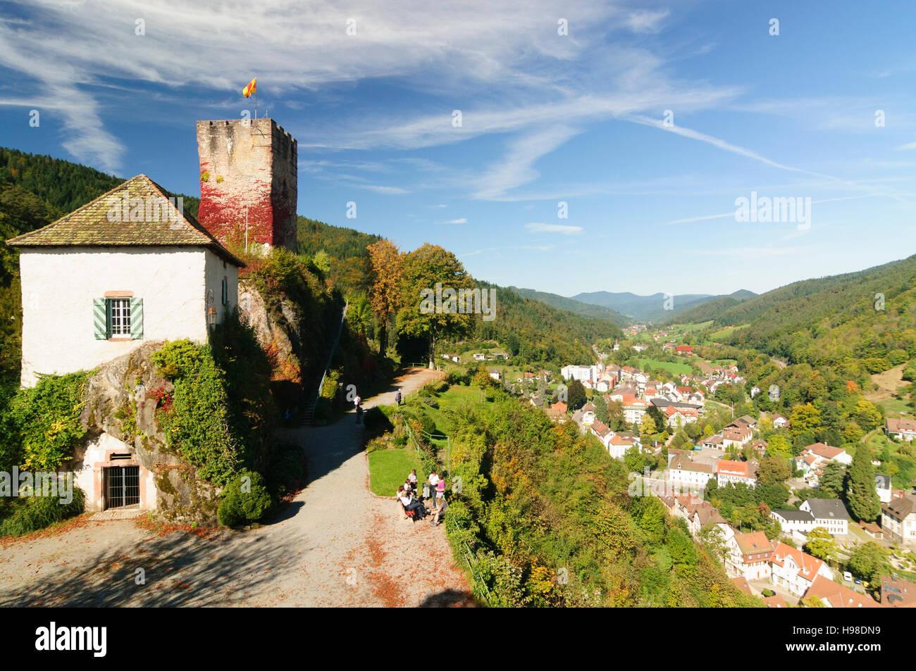 Hornberg (Schwarzwald): Blick vom Schlossberg und Burg Hornberg Stadt mit dem Viadukt der Schwarzwaldbahn-Bahn-Linie, Stockbild