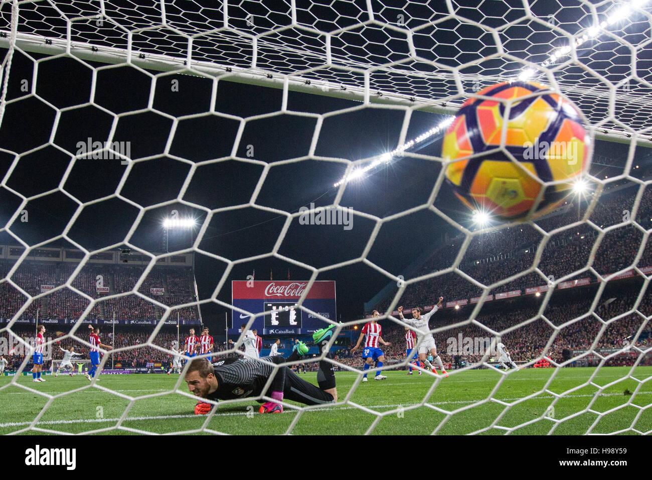 Madrid, Spanien. 19. November 2016. Real Madrid Portugiesen weiterleiten Cristiano Ronaldo ein Tor während der spanischen Stockfoto