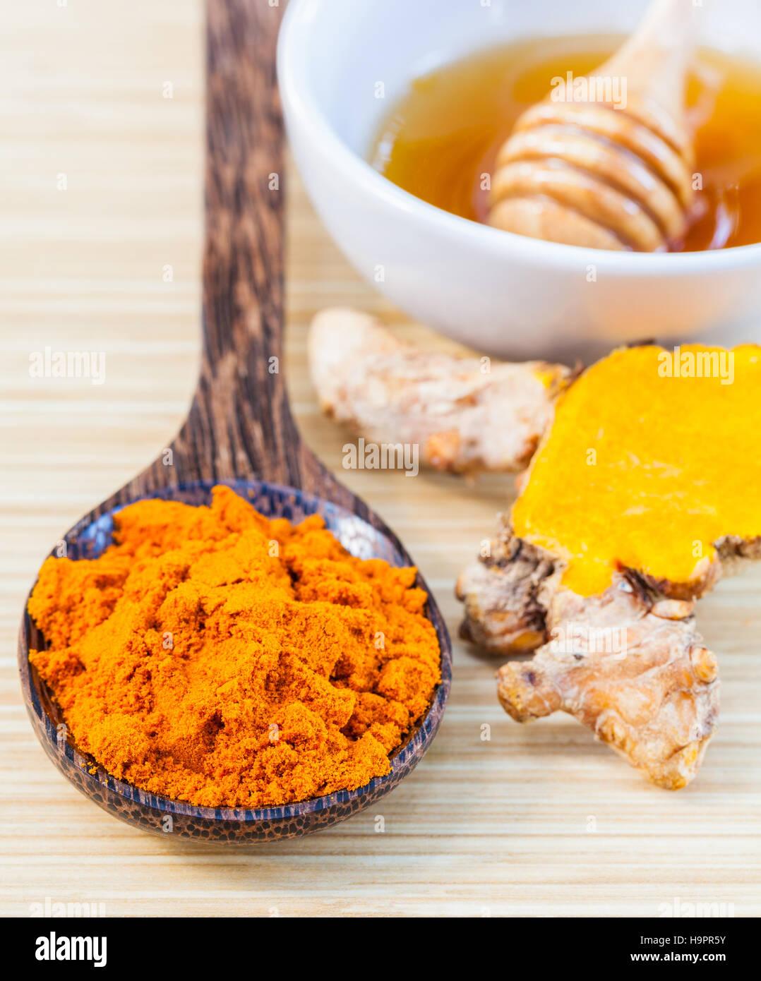 Natural Spa Zutaten. -Kurkuma und Honig zur Hautpflege. Stockbild