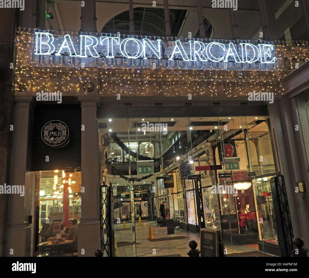 Laden Sie dieses Alamy Stockfoto Barton Arcade, Manchester Shopping, Winter, England, Großbritannien - HAFM1M