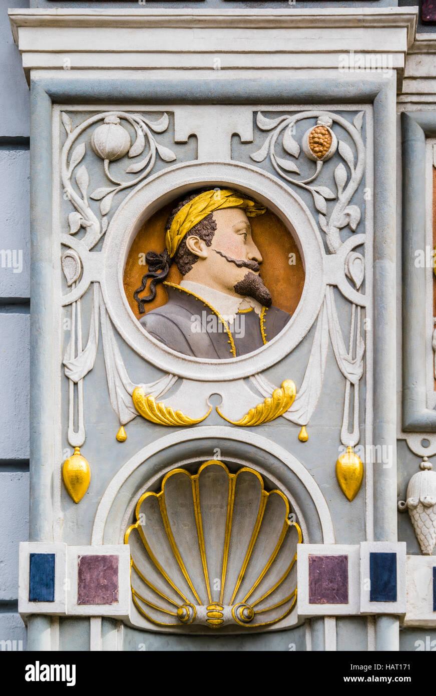 Polen, Pommern, Gdansk (Danzig), Medaillon-Büste von König von Polen Sigismund II Vasa auf dem Portal Stockbild